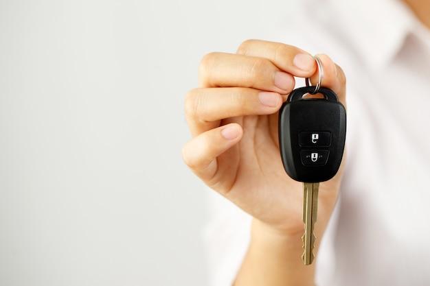 Novas chaves de carro com ofertas de empréstimos de carro a juros baixos em showrooms