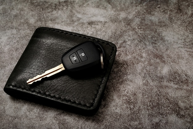 Novas chaves e carteira do carro com problemas de empréstimo de carro