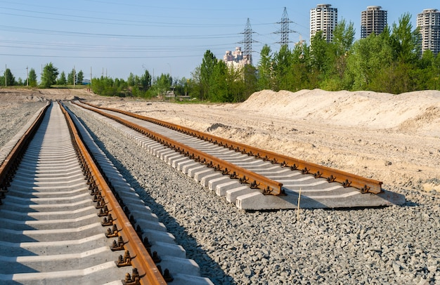 Novas faixas. construção de linha de bonde