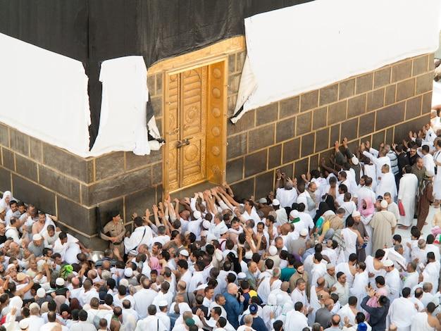 Novas imagens de kaaba em meca após a restauração