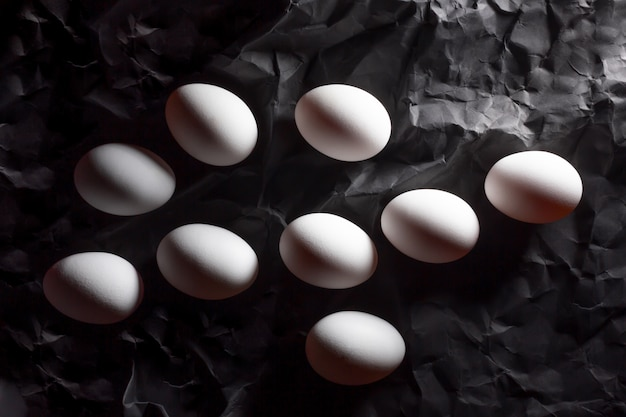 Nove ovos brancos para colorir