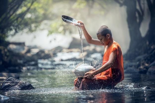 Noviço monge na tailândia