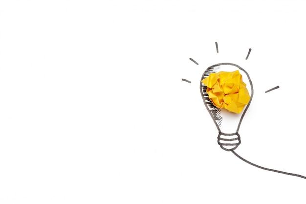 Novo conceito de idéia. bolas de papel amassado coloridas