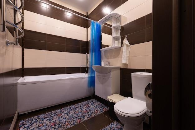 Novo interior de banheiro clássico e natural