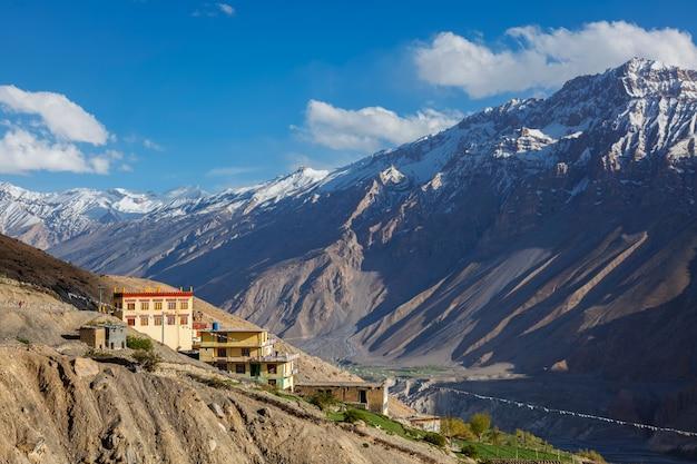 Novo mosteiro de dhankar, vila de dhankar no vale de spiti, índia