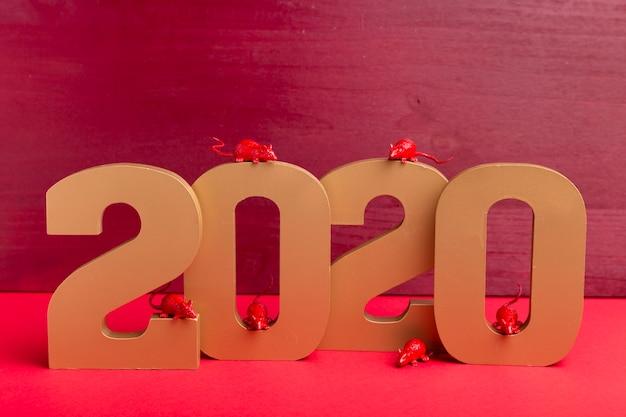 Novo número do ano chinês com estatuetas de rato