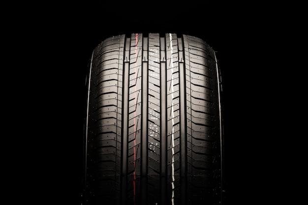 Novo pneu de asfalto para automóveis