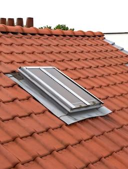 Novo telhado com clarabóias
