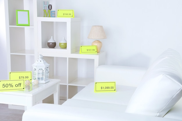 Novos móveis brancos com preços na luz