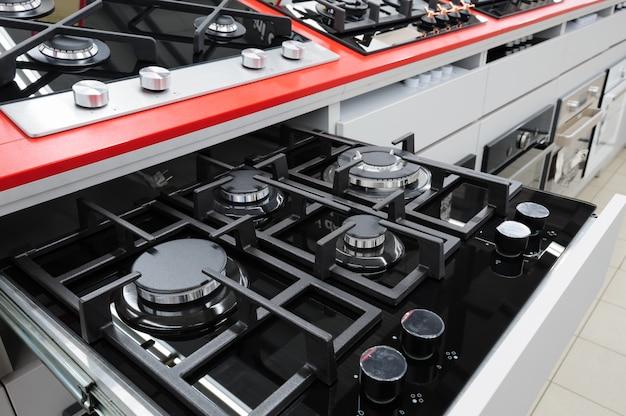 Novos painéis de fogão a gás na loja de eletrodomésticos