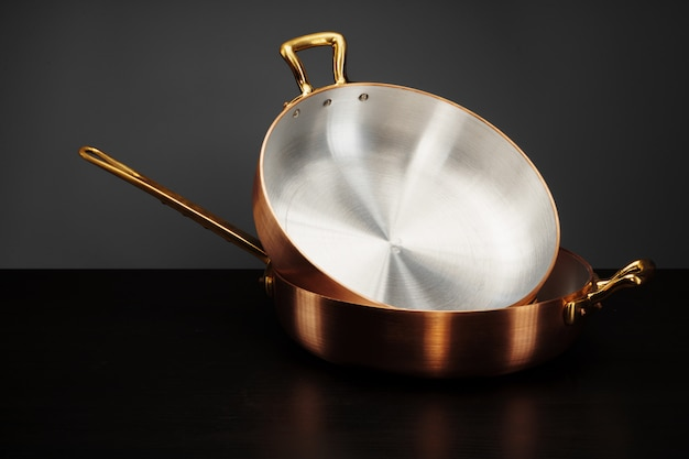 Novos utensílios de cozinha em cobre