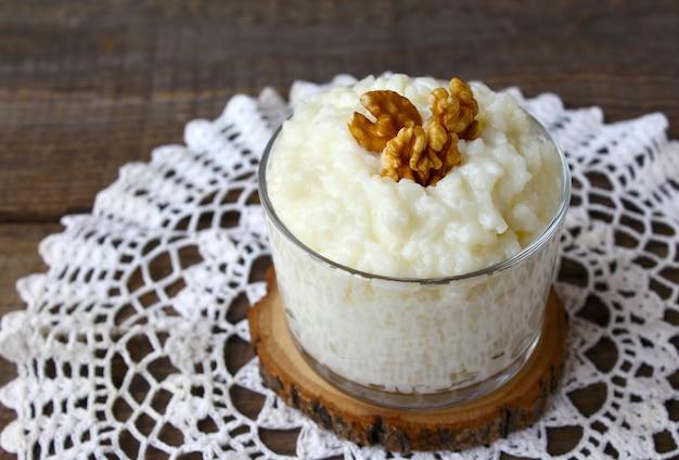 Nozes de arroz cozido