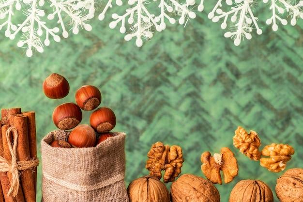 Nozes e especiarias festivas de natal