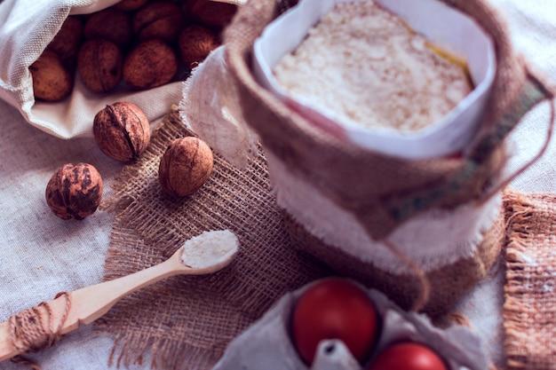 Nozes, farinha e ovos