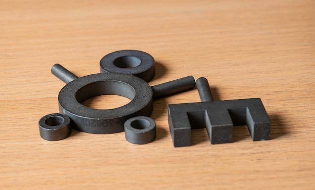 Núcleos ferríticos para a fabricação de bobinas de indutividade e transformadores