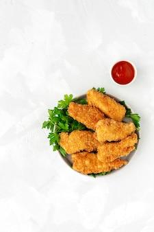 Nuggets de frango caseiros agredidos com panko