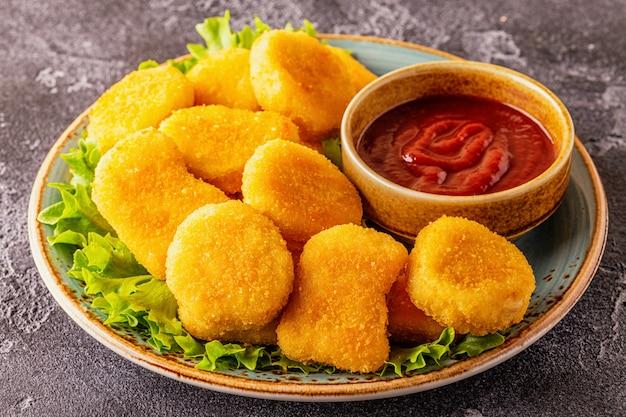 Nuggets de peito de frango com molhos