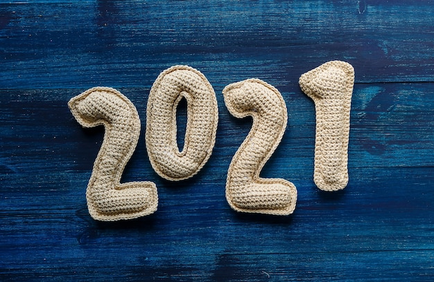Numerais feitos de crochê números feitos à mão conceito de ano novo visão do novo logotipo vinte e vinte e um