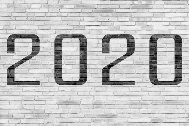 Número 2020 na parede de tijolo