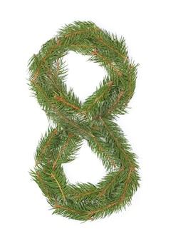 Número 8 - feito de árvore de natal em um espaço em branco