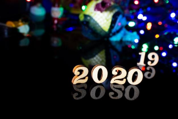 Número de madeira de feliz ano novo de 2020 decoração de natal e neve