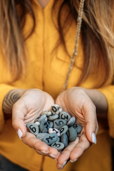 Numerologia, números, conceito, numerologia, calcular, trajetória de vida e números de destino, muitas pedras de seixo