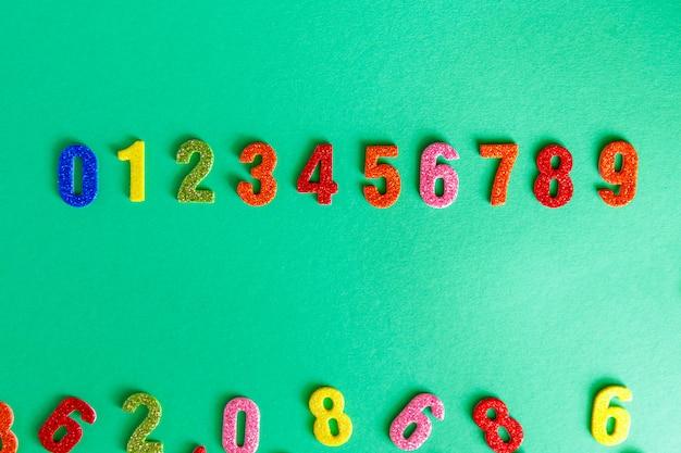 Números de brilho. jardim de infância ou atividade escolar com números