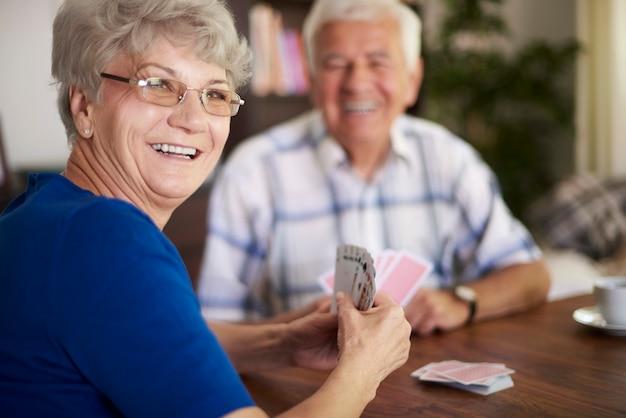 Nunca somos muito velhos para jogar cartas