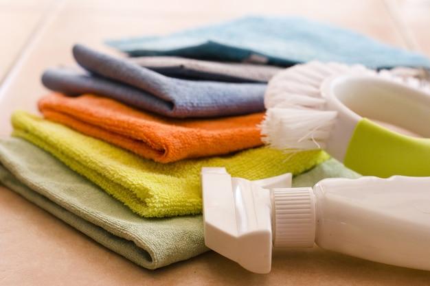 Nupkins de microfibra, agente de limpeza e escova