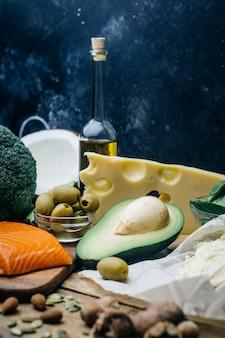 Nutrição saudável com produtos com baixo teor de carboidratos e alta gordura