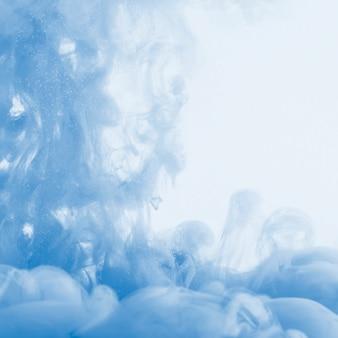 Nuvem azul pesada de neblina