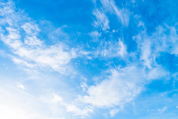 Nuvem branca no céu