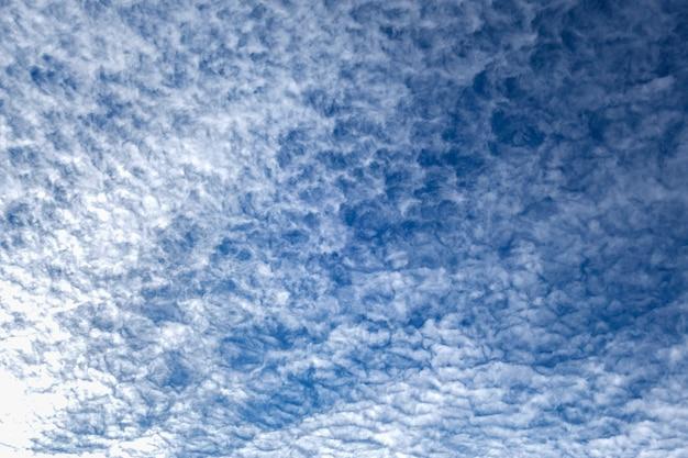 Nuvem de céu azul no inverno para textura de fundo
