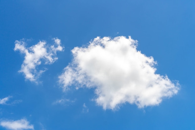 Nuvem e céu azul, textura de fundo de natureza fofa branca
