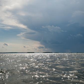 Nuvem, em, a, horizonte, céu, sobre, lago, de, a, madeiras, ontário
