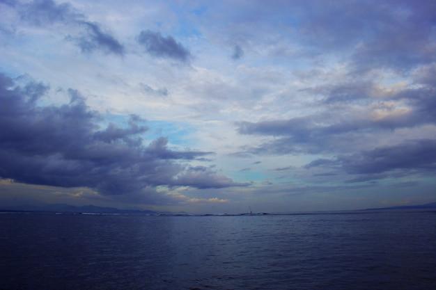 Nuvem no mar