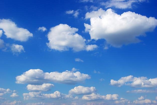 Nuvens azuis