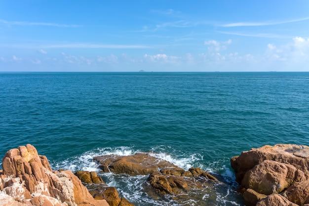 Nuvens calmas verão turquesa majorca oceano