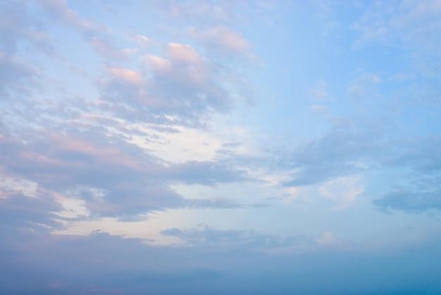Nuvens, crepúsculo, vezes