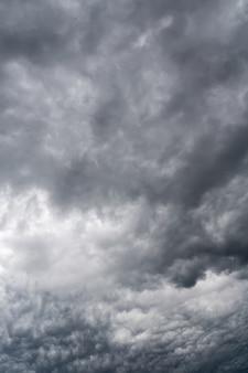 Nuvens de tempestade cinza sinistras