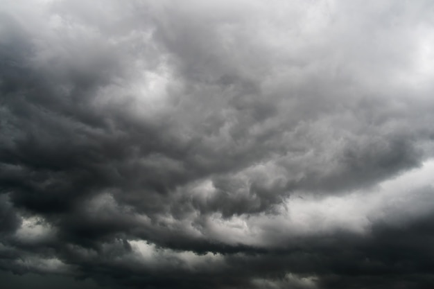Nuvens de tempestade no céu