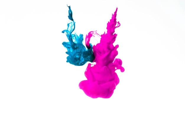 Nuvens de tinta azul e rosa