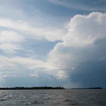Nuvens, em, a, horizonte, sobre, lago, de, a, madeiras, ontário