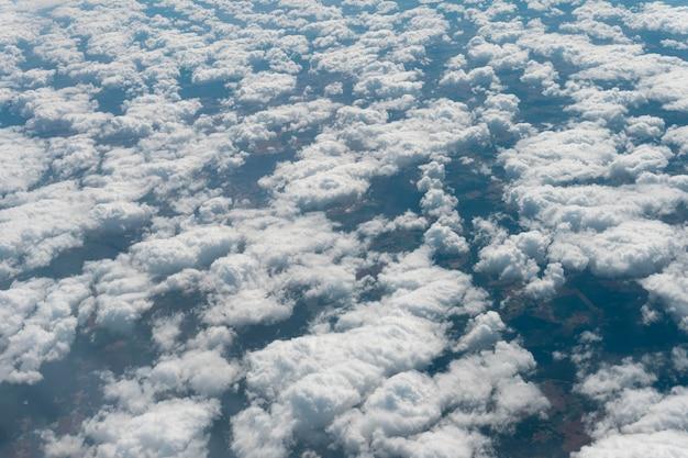 Nuvens naturais pacíficas no céu