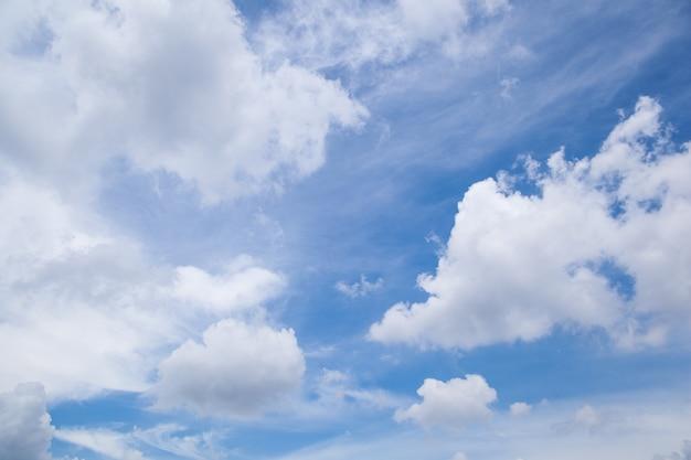 Nuvens no céu.