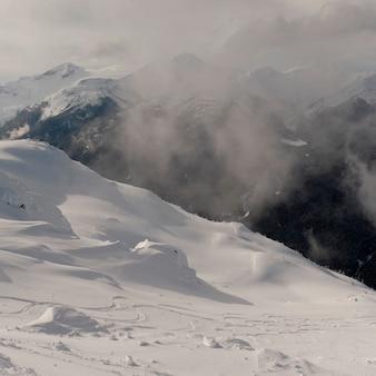 Nuvens, sobre, neve coberta, montanhas, whistler, columbia britânica, canadá