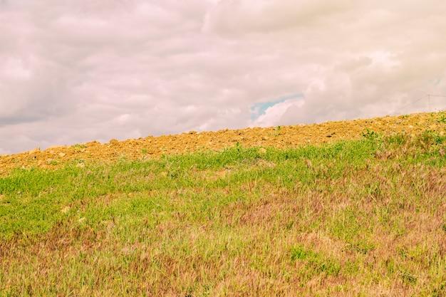 Nuvens sobre o campo