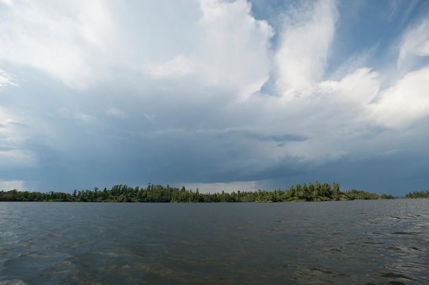 Nuvens tempestade, em, a, horizonte, céu, em, lago, de, a, madeiras, ontário