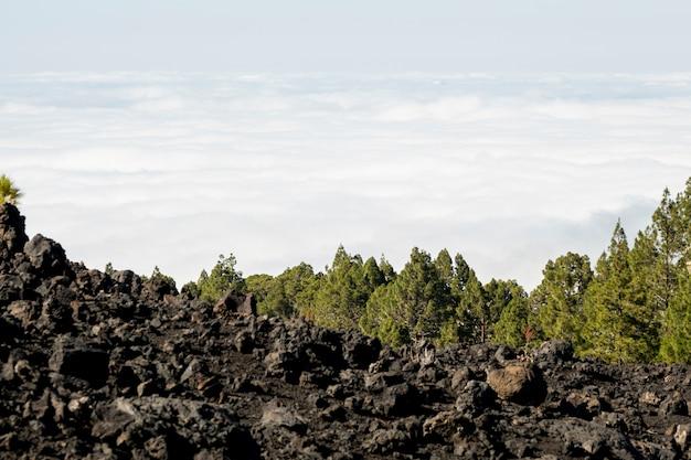 Nuvens vistas de uma montanha