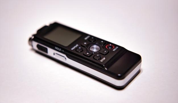 O alto-falante em um fundo simples. equipamento de gravação de som.